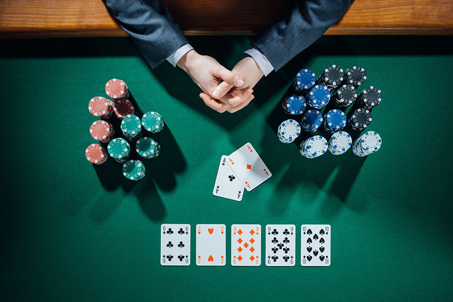 Operators can expand or combine poker tables to seat more players.