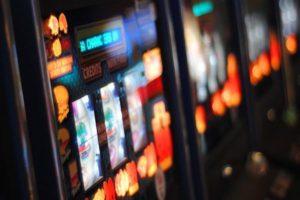 Empleados de casinos reclaman el pago adicional a los salarios