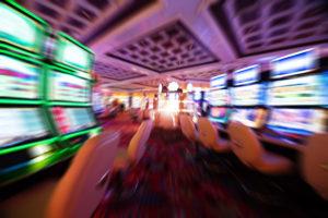 Los empleados de un casino de Río Negro marcharon pidiendo por sus sueldos.