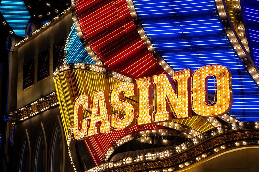 El Complejo Casino ardió durante tres horas y aunque la sala de juego se salvó, el auditorio quedó devastado.