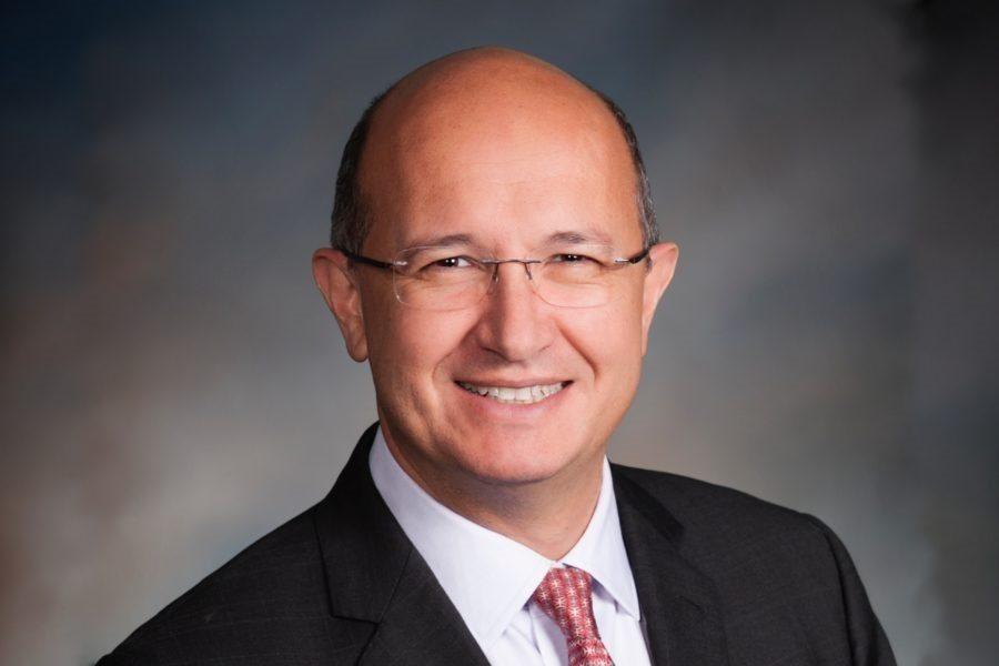 Eduardo Aching, vicepresidente de operaciones de juegos internacionales de Konami Gaming.
