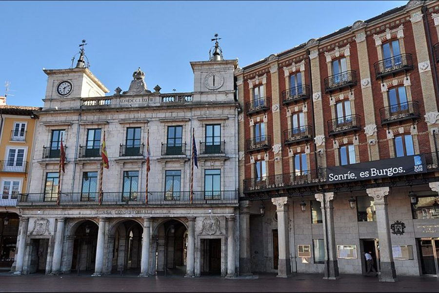 Burgos insiste en seguir adelante con el planeamiento urbano que limita la instalación de casas de apuestas.