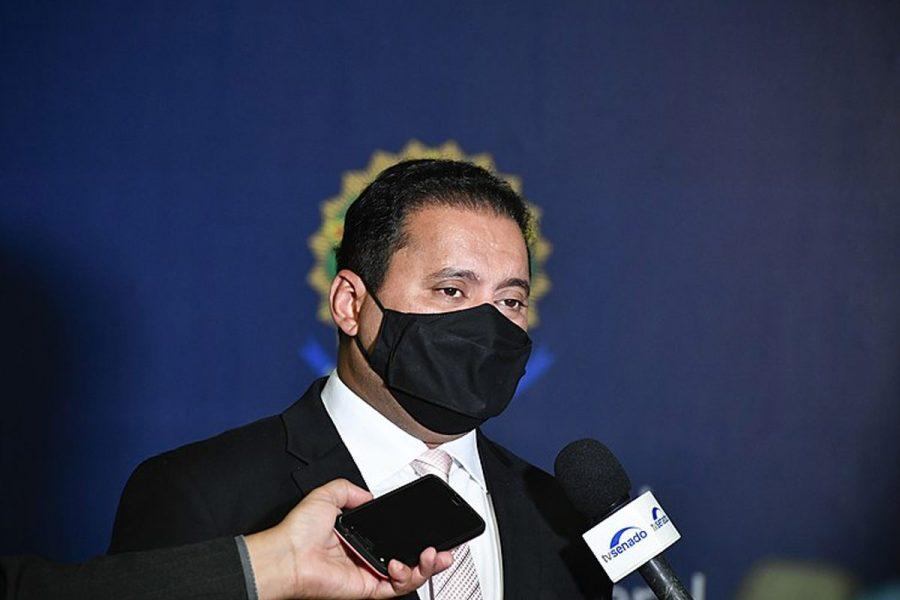 El senador Weverton Rocha pidió postergar el voto de la ley.
