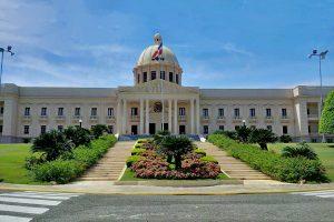 Muchas bancas de lotería dominicanas operan fuera de la ley.