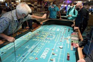 Por el momento los casinos y salas de juego están permitidos a operar en un 50 por ciento de su aforo.