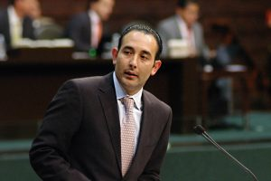 Los casinos del senador Roberto Gil Zuarth habrían incumplido ciertos requisitos, según FECANACO.
