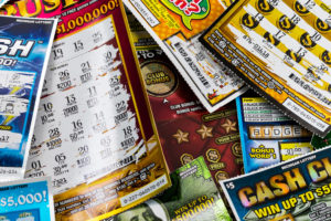 A group of MPs says the minimum age for the National Lottery should be the same as other gambling products.