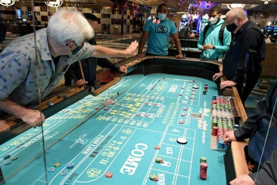 Almost four in ten would prefer casino staff to wear masks.